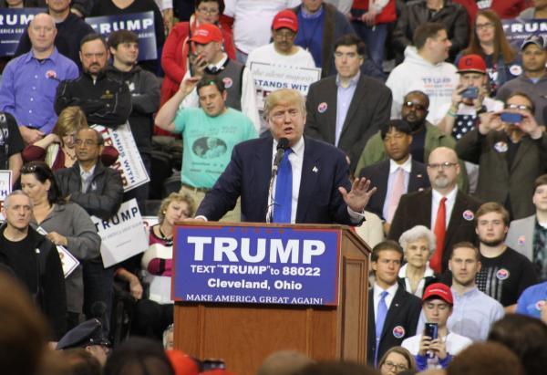支持者らを前に演説するトランプ氏=2016年3月12日、オハイオ州シンシナティ、五十嵐大介撮影
