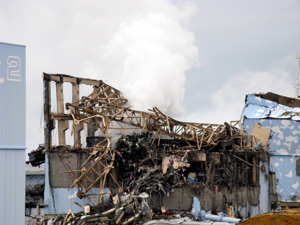 爆発後の福島第一原発3号機の原子炉建屋=2011年3月15日、東京電力提供