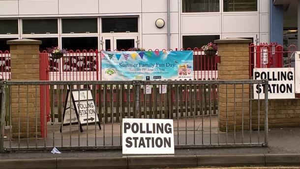 ロンドン市内の小学校が投票所の1つとして使われていた
