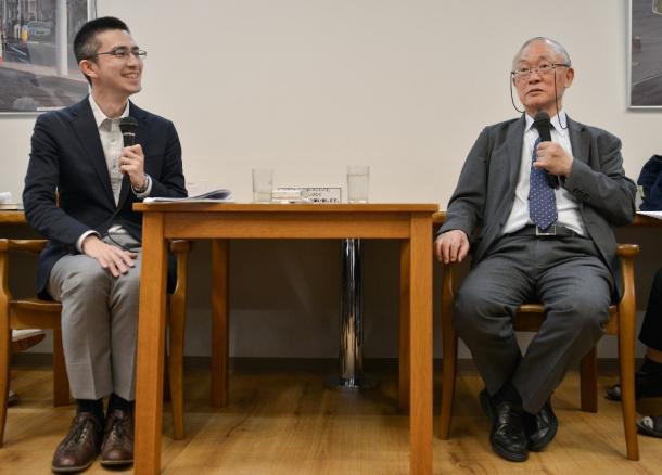 写真・図版 : 木村草太さん(左)と長尾龍一さん