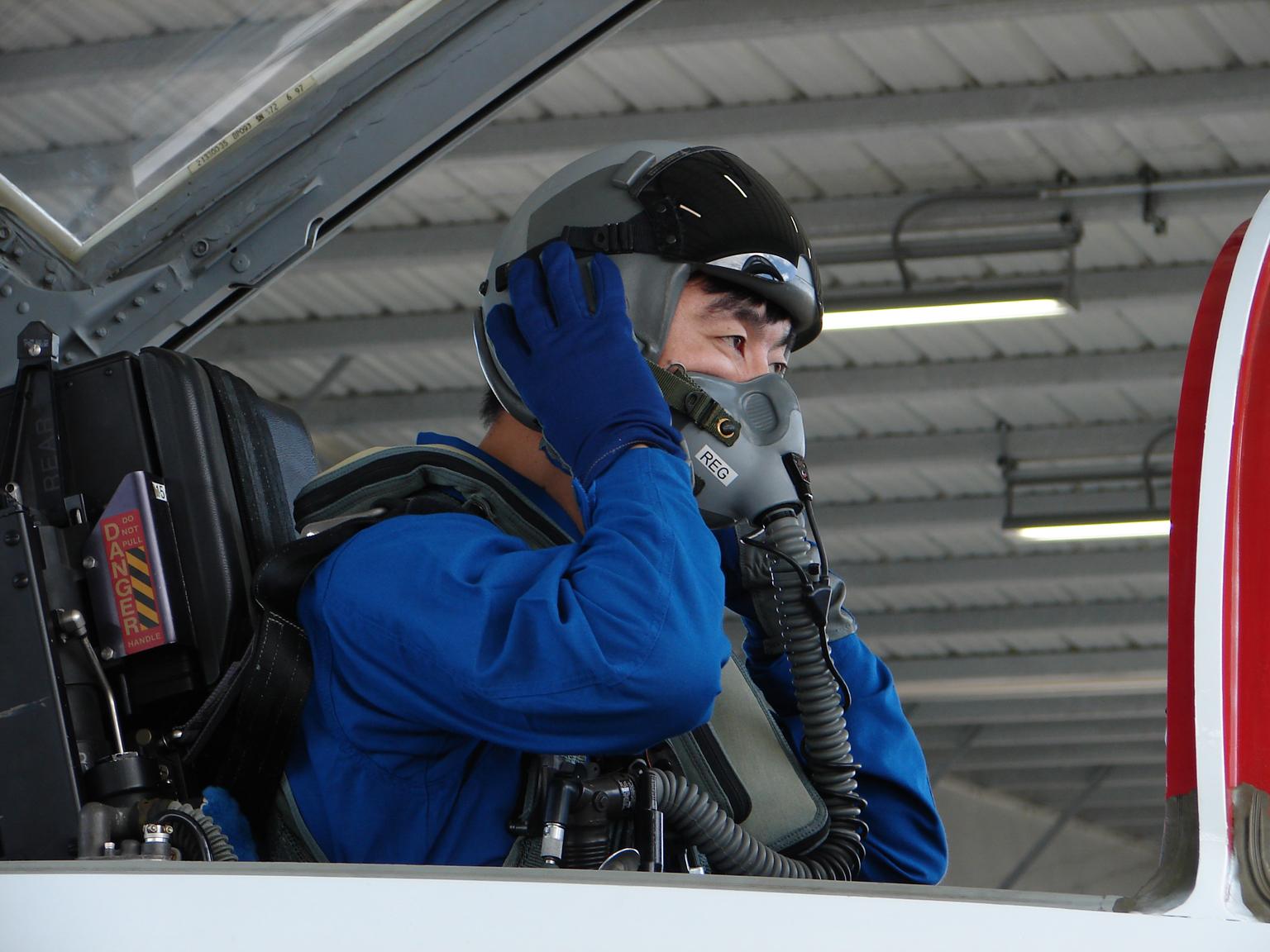 飛行訓練をする油井飛行士