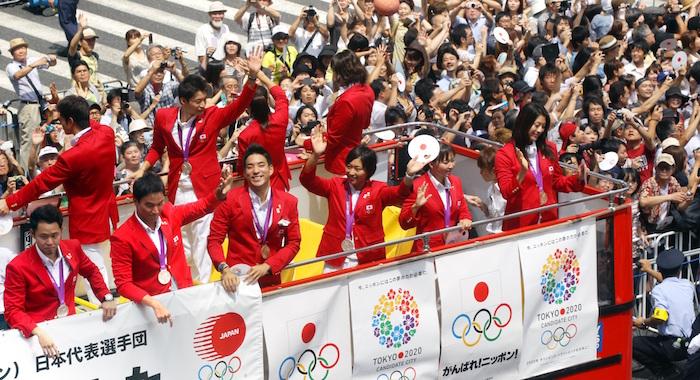ロンドン五輪のメダリストたちが帰国後、東京・銀座で凱旋パレードをした(金川雄策撮影)