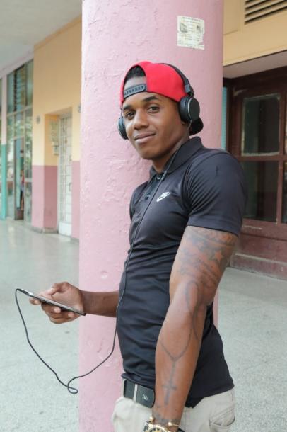 携帯で音楽を聴く人も多い