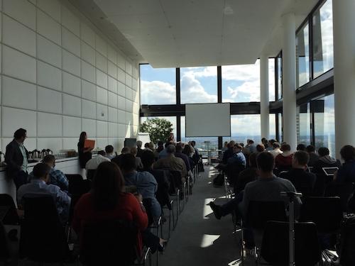 写真・図版 : 2015年秋に行われたICIJのミーティング。各国の記者が集まった=ドイツ・ミュンヘン、ICIJ提供