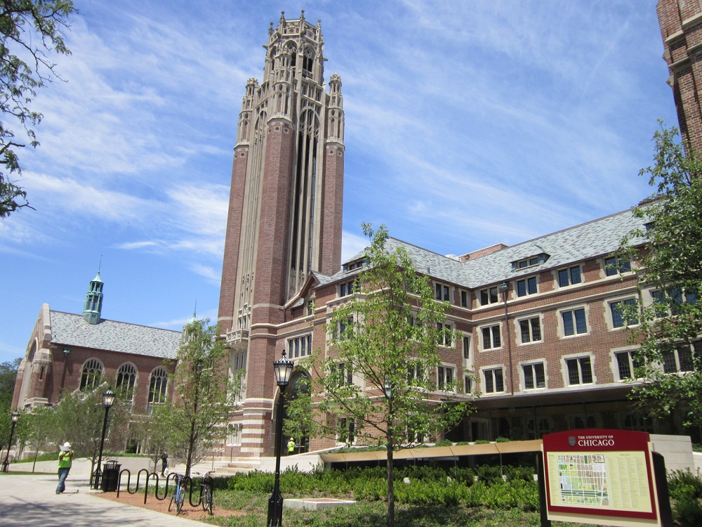 写真・図版 : シカゴ大学のキャンパス