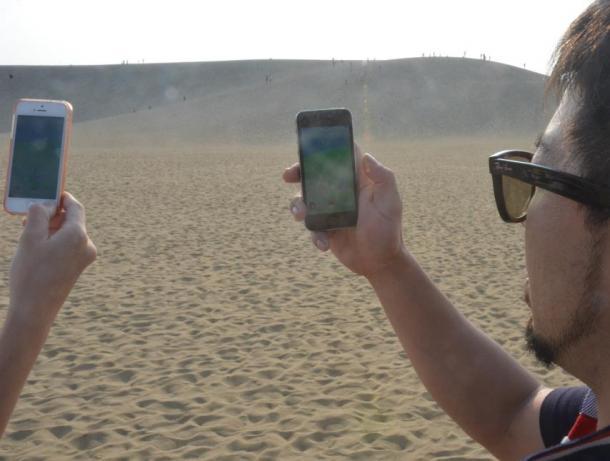 写真・図版 : 鳥取砂丘でも「ポケモンGO」は人気