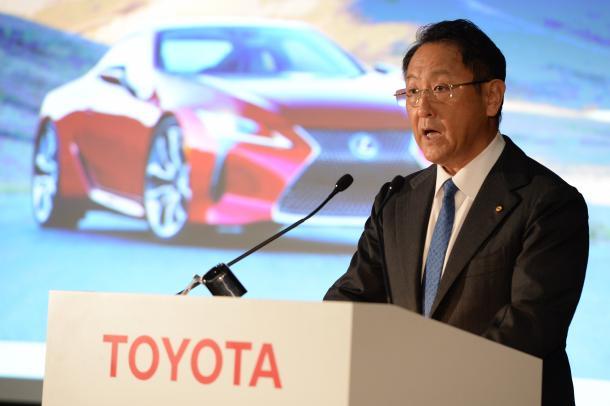 決算会見で抱負を語るトヨタ自動車の豊田章男社長=5月11日