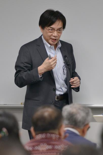 講演する齋藤純一教授