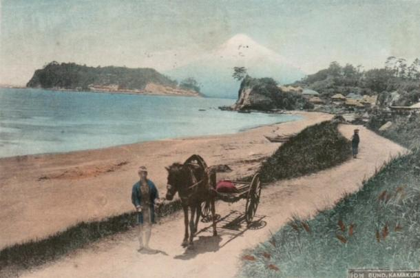 明治40年頃の巡礼街道。道路は舗装されておらず、農夫が馬車を引いてのんびり歩いていた=筆者所蔵