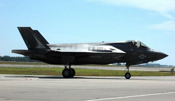 写真・図版:中国には脅威? 戦闘機F35の岩国配備