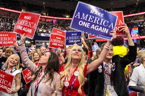 党大会で盛り上がるトランプ支持者たち