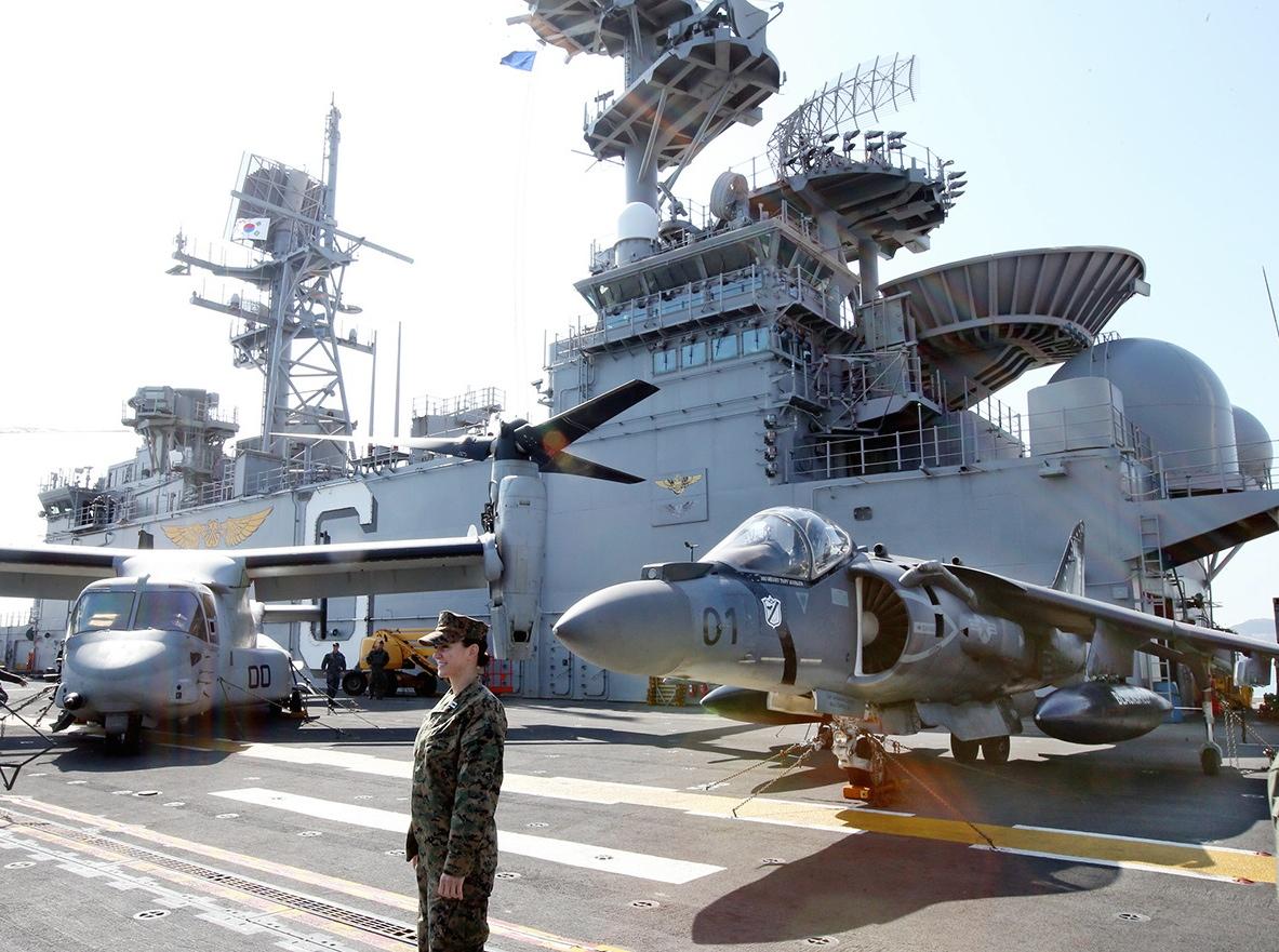 米韓合同軍事演習に参加した米海軍の強襲揚陸艦ボノム・リシャール=東亜日報提供