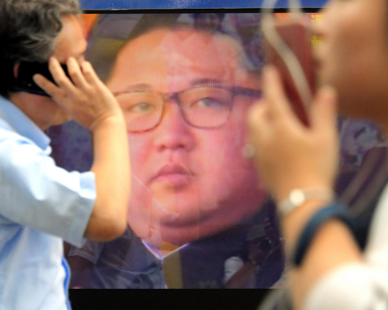北朝鮮の核実験についてのニュース映像を流す街頭のテレビ画面