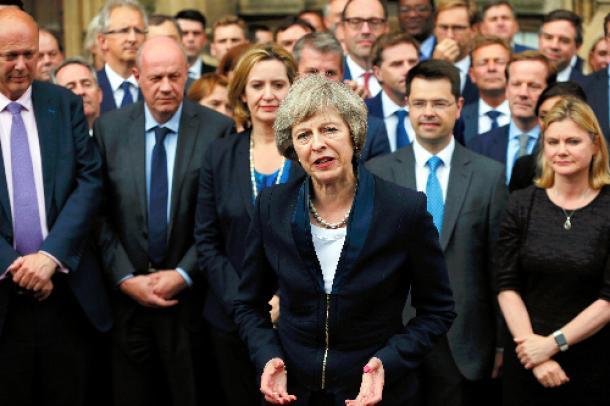 ロンドンで7月11日、次期首相に決まった後、報道陣に語るテリーザ・メイ氏=ロイター