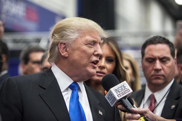 大統領候補討論会後、報道陣の質問に答えるドナルド・トランプ氏=26日、ニューヨーク州ヘンプステッド、ランハム裕子撮影 20160927