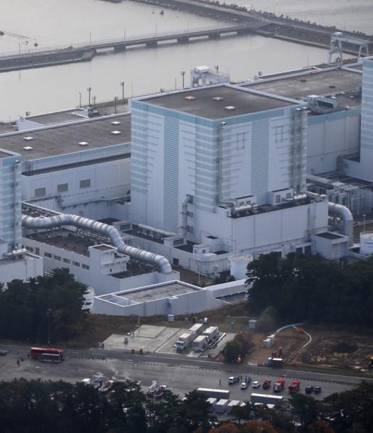 使用済み燃料プールの冷却装置が一時停止した福島第二原発の3号機=22日午前8時50分、福島県楢葉町
