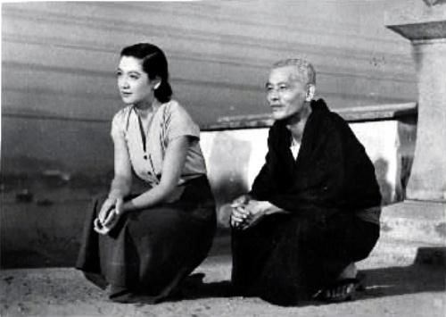 「東京物語」。右は笠智衆さん 〓松竹