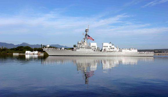 真珠湾を訪問する安倍首相へ