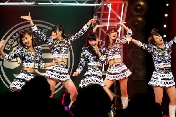 写真・図版 : 「℃-ute」(左から萩原舞、矢島舞美、中島早貴、鈴木愛理、岡井千聖)=2013年