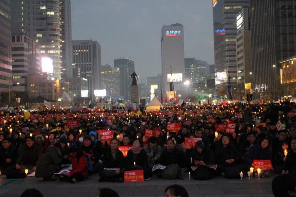 大規模集会に集まった市民たち 20161217