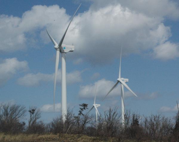 写真・図版 : 風力発電=秋田県男鹿市、斎藤茂洋撮影