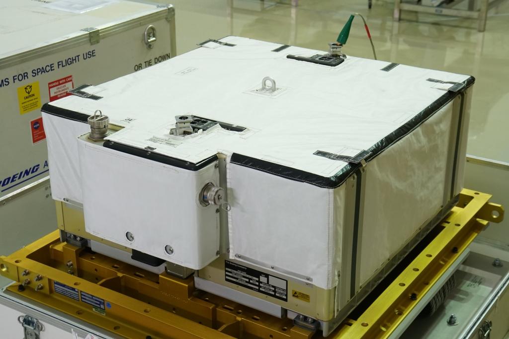 写真・図版 : リチウムイオン電池を搭載した新型バッテリー(JAXA)