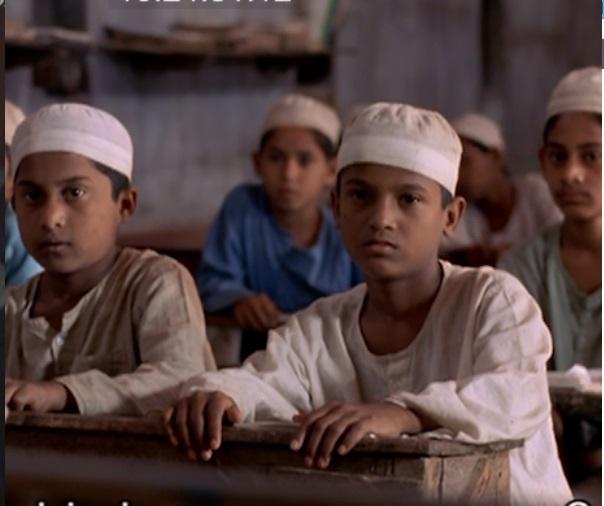 写真・図版 : 『泥の鳥』(アヌが学ぶイスラム学校「マドラサ」)