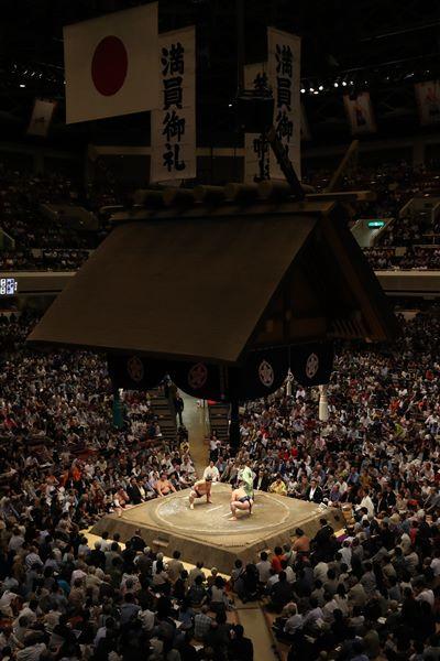 満員御礼となった大相撲秋場所の国技館=2016年9月9日、東京・両国
