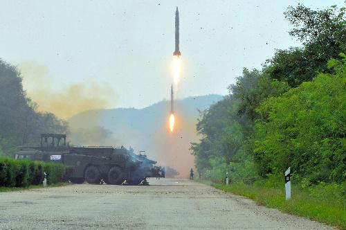 金正恩朝鮮労働党委員長の視察の下に行われた朝鮮人民軍戦略軍火星砲兵部隊の弾道ミサイル発射訓練。日時は不明。朝鮮中央通信が9月6日報じた=朝鮮通信