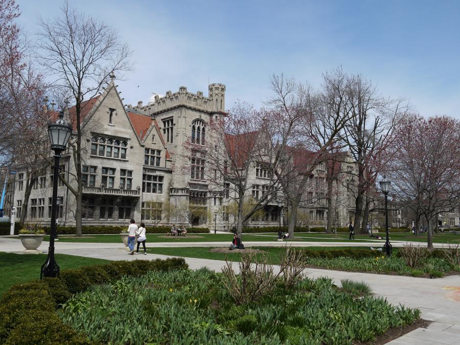 写真・図版 : 研究に重点を置き、80人超のノーベル賞受賞者を輩出しているシカゴ大学=古井貞煕撮影