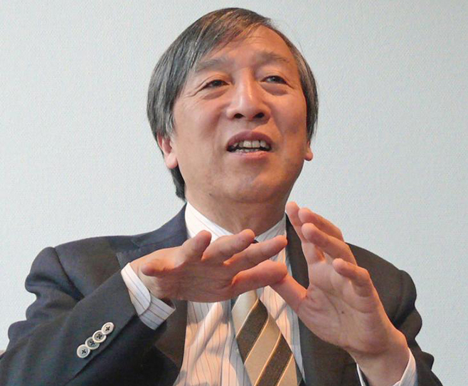 写真・図版 : インタビューに応える早野龍五さん