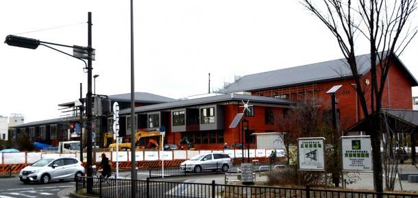 写真・図版 : 森友学園への売却地で建設中の「瑞穂の國記念小學院」=大阪府豊中市