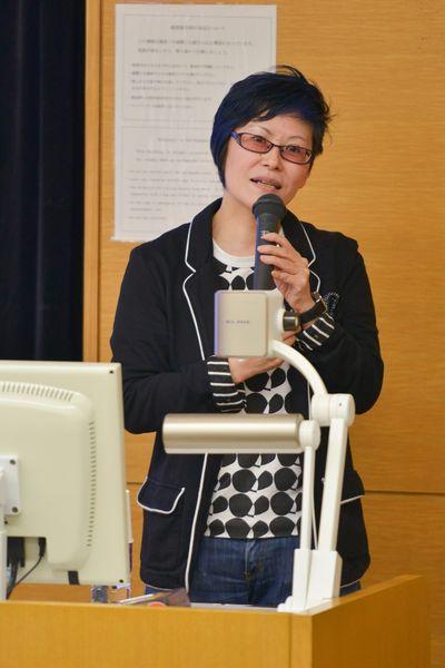 写真・図版 : 講演する岡野八代教授