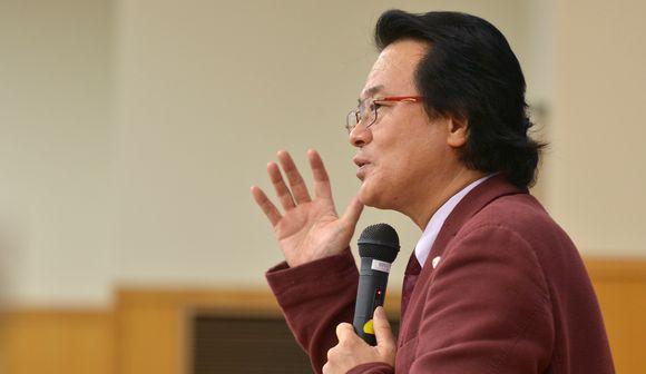 写真・図版:立憲デモクラシー講座・白藤博行教授