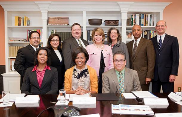 写真・図版 : ミシェル・オバマ夫人とスタッフ達=National First Ladies Library ウエブサイトより