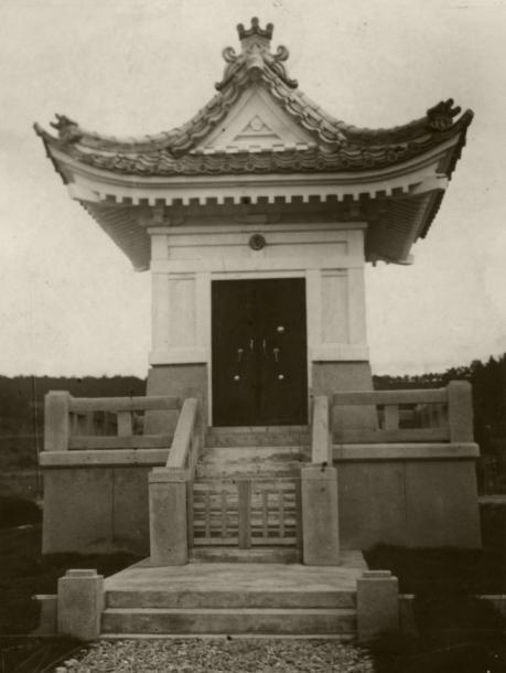 天皇・皇后の写真と教育勅語が納められていた 奉安殿