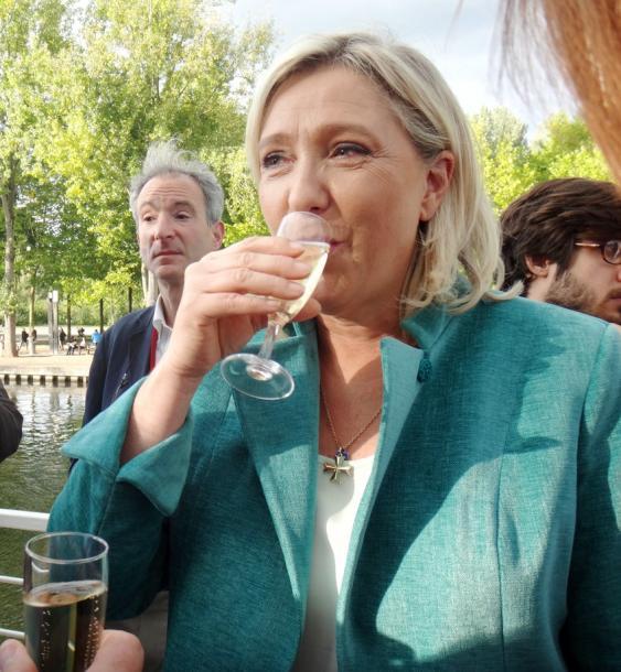遊説のためフランス北部アミアンを訪れたルペン党首=2015年9月、冨永格撮影