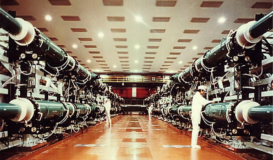 写真・図版 : 1983年に稼働を開始した大阪大学の激光12号レーザー装置