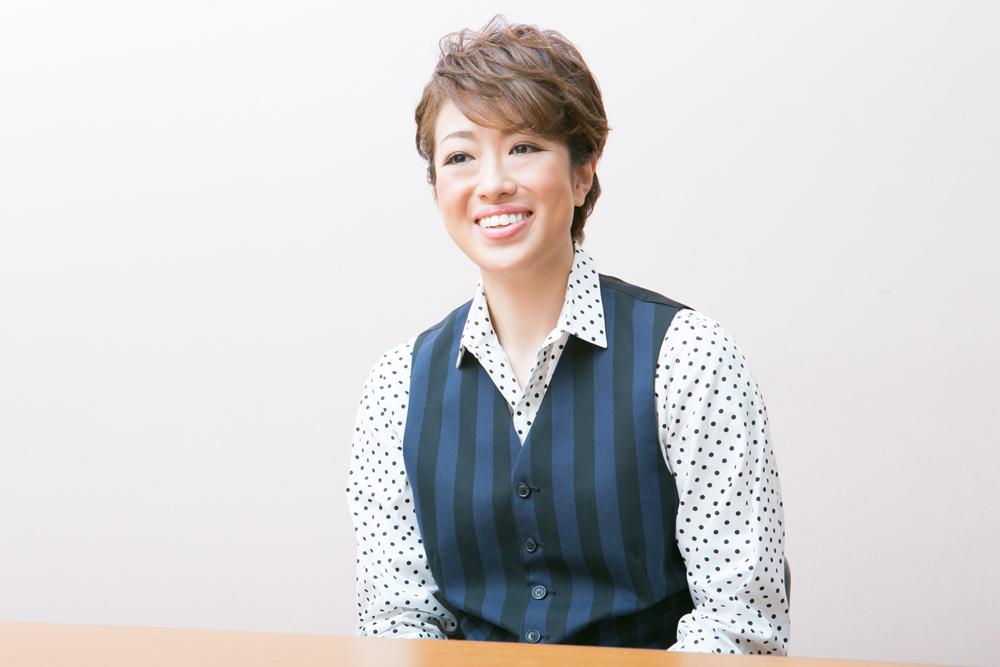 写真・図版 : ミュージカル・コメディ『パジャマゲーム』に出演する北翔海莉=岸隆子撮影