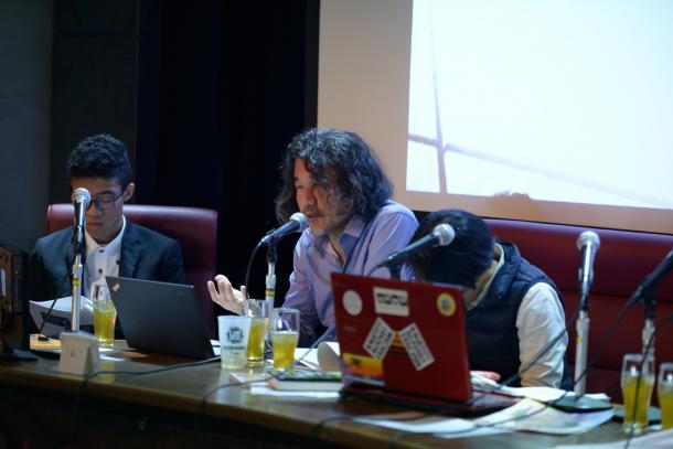 写真・図版 : 山崎憲さん(左から2人目)