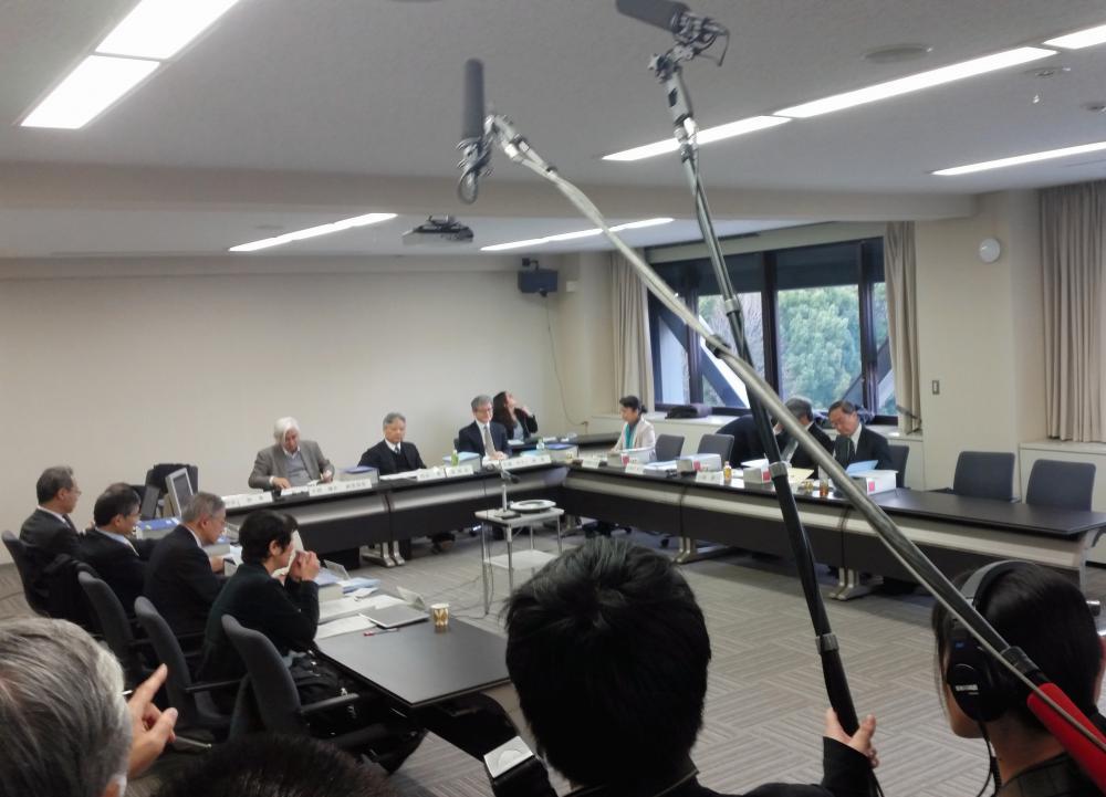 写真・図版 : 声明案をまとめた日本学術会議の安全保障と学術に関する検討委員会=3月7日、東京・六本木