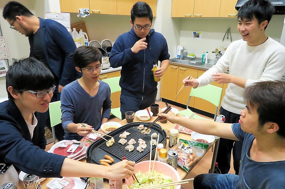 写真・図版 : 日本人学生が留学生と生活をともにする東北大学の学生寮「ユニバーシティ・ハウス」
