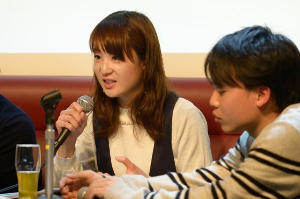 写真・図版 : 藤川里恵さん(左)と栗原耕平さん