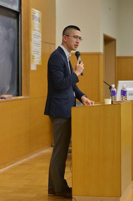 写真・図版 : 講演する木村草太教授