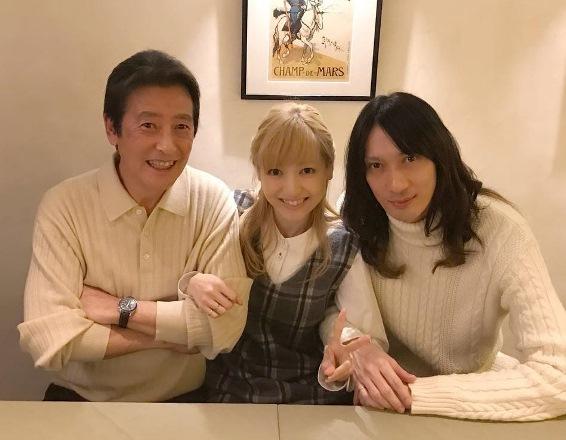 父の神田正輝さん、沙也加さん、村田充さん(左から)=神田沙也加さんのインスタグラムから