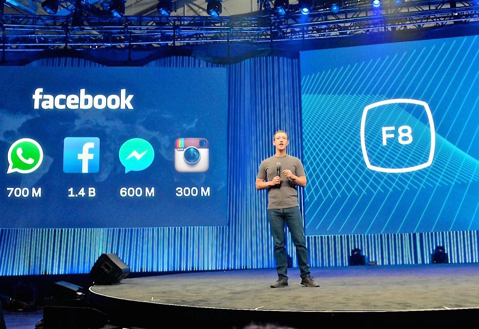 写真・図版 : フェイスブックの開発者向けイベントで新機能を披露するマーク・ザッカーバーグCEO=2015年3月、米サンフランシスコ