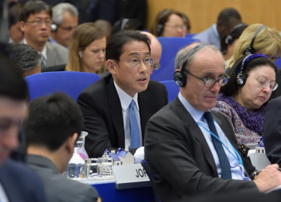 写真・図版 : NPT準備委員会で演説する岸田文雄外相=5月2日、ウィーン