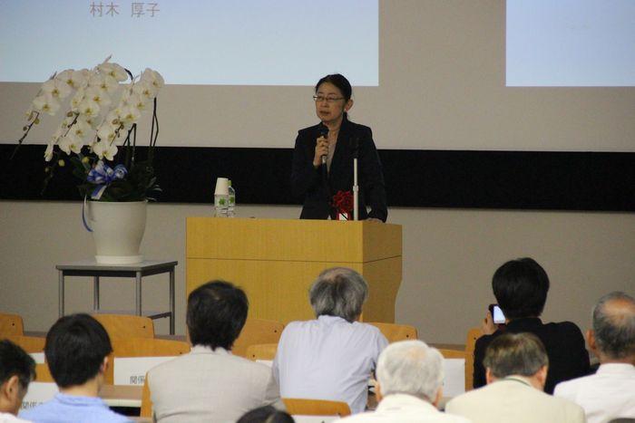 写真・図版 : 治療的司法研究センター設立記念の講演会で講演する村木厚子氏=6月10日、成城大学