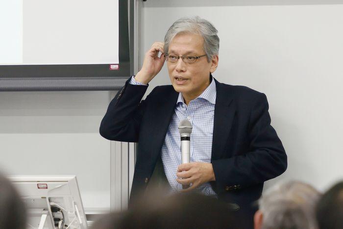 写真・図版 : 講演する山口二郎教授