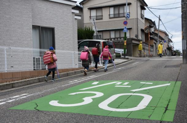 [4]子どもが遊ぶための「交通静穏化」対策